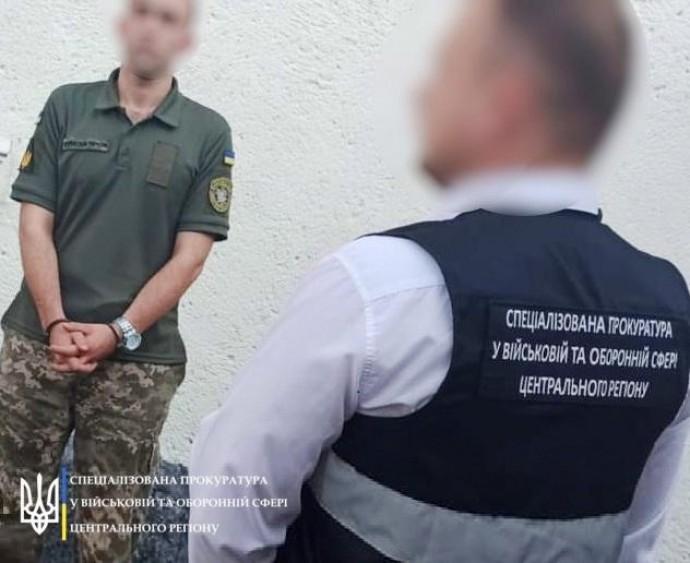 У Вінниці солдат ЗСУ намагався придбати наркотики через «Нову пошту» (Фото)