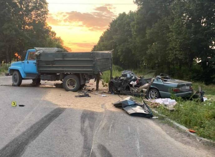 На Вінниччині в ДТП загинули батько та 15-річний син (Фото)