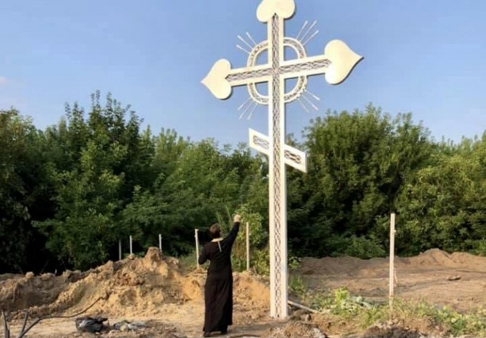 На Замковій горі відновили хрест, який зрізали будівельники (Фото)
