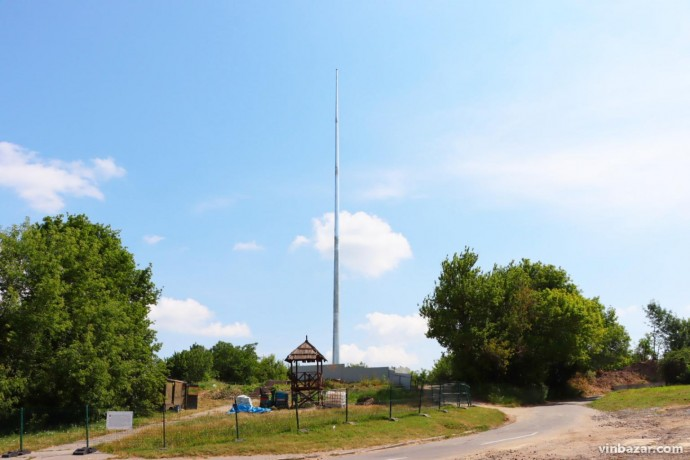 У Вінниці встановили флагшток для найвищого прапора області (Фото)