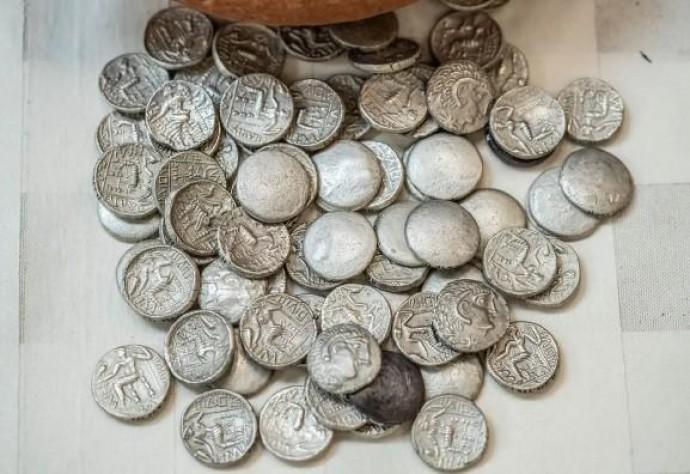 В ОАЕ археологи знайшли срібні монети віком 2300 років