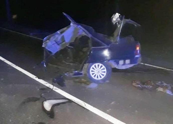 Біля Ямполя Opel влетів у електроопору. Авто розірвало навпіл, загинула жінка (Фото)