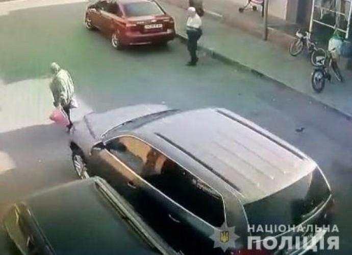 В Оратові водійка Volkswagen збила пенсіонерку, яка йшла дорогою. Потерпіла померла