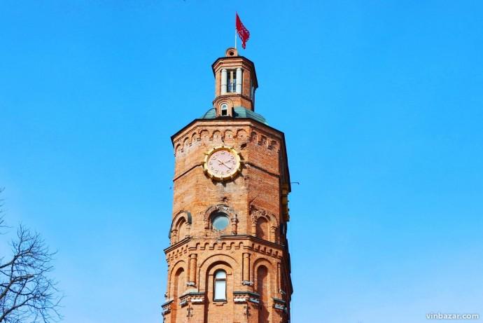 Вежа у Вінниці зазвучала по-новому. Час сповіщають 5 різних мелодій