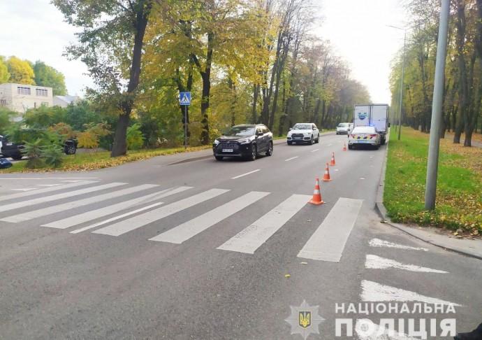 У Вінниці Mercedes збив чоловіка на пішохідному переході (Фото)