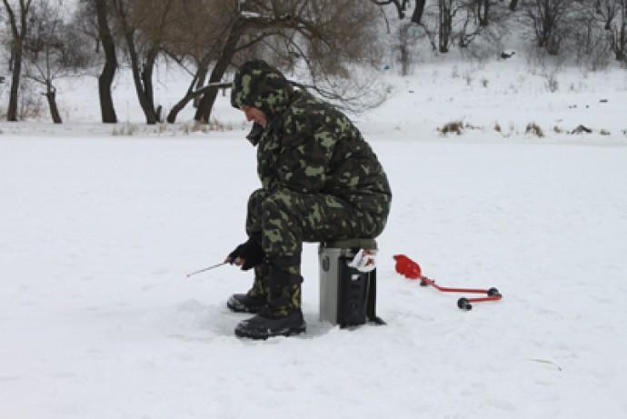 Рятувальники попереджають про крихкість льоду на водоймах міста