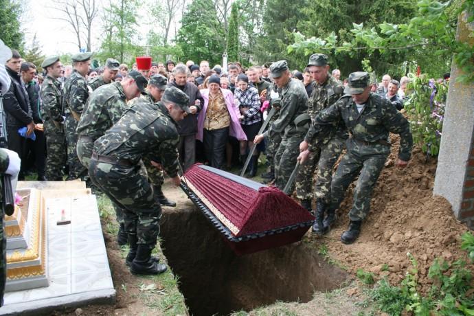 На Вінниччині поховали загиблого десантника, якого сепаратисти вбили з гранатомету