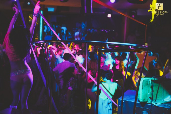 Фотоотчет вечеринки: Дискотека 90-х. Последний звонок в Feride Plaza