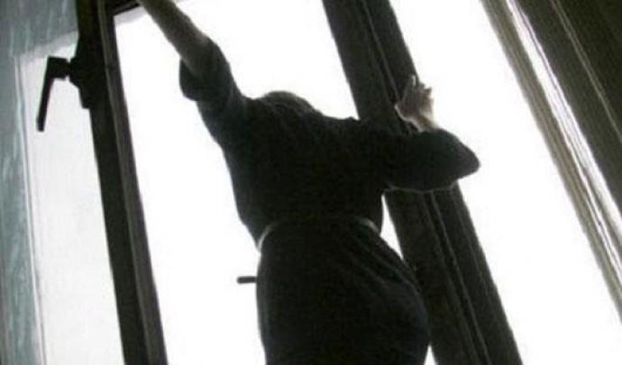 У Вінниці жінка вистрибнула з п'ятого поверху гуртожитку