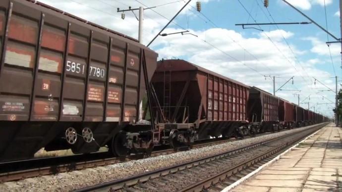 У Вінниці на залізничному вокзалі чоловік стрибнув під вантажний потяг