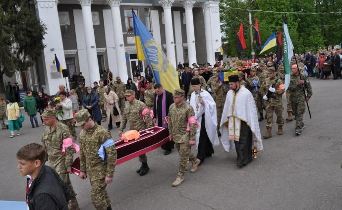 На Вінниччині поховали воїна-добровольця, що підірвався на міні (Фото)