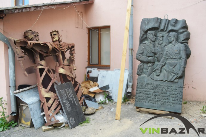 Що сталося з декомунізованими дошками та пам'ятниками у Вінниці (Фото)