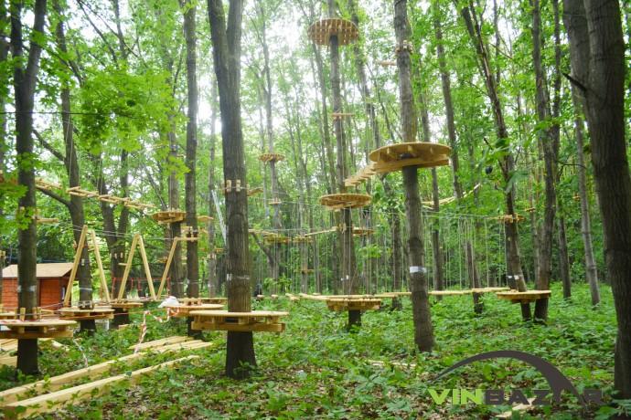 У Вінниці для дітей будують мотузкове містечко на деревах (Фото)
