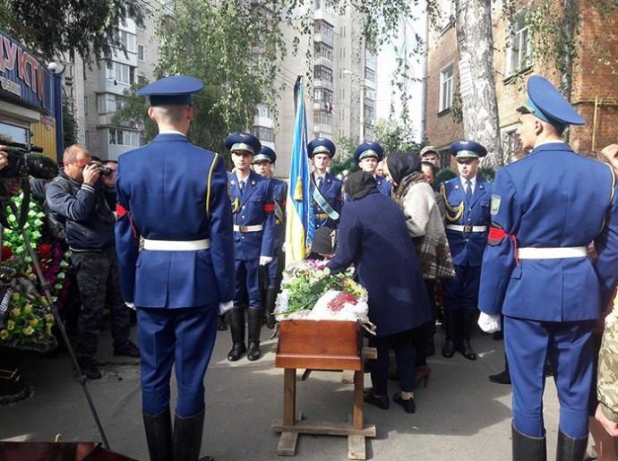 У Вінниці попрощалися із снайпером, який загинув в зоні АТО