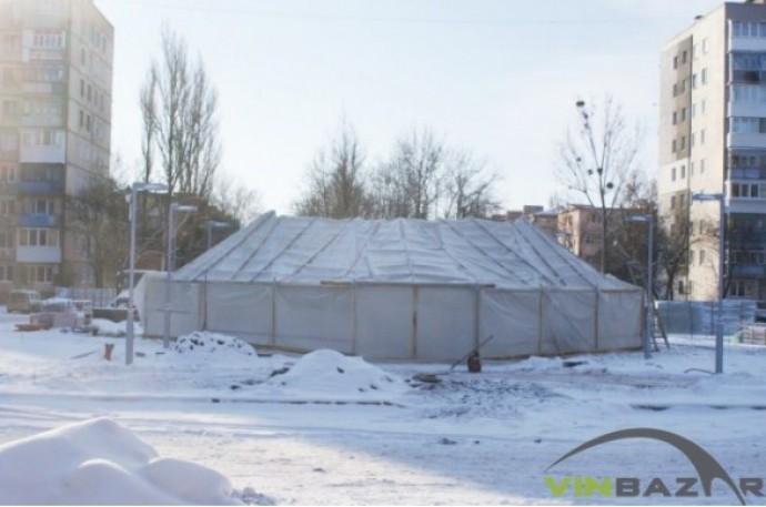 На проспекті Космонавтів спорудили шатро, щоб добудувати фонтан (Фото)