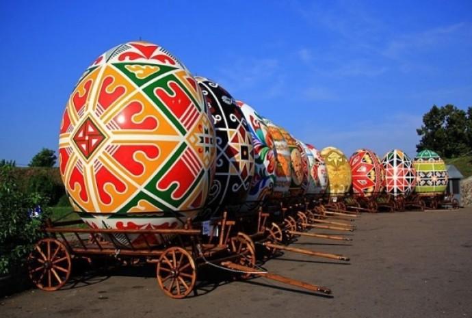 Метрові писанки та битва крашанками: вінничан запрошують відвідати фестиваль «Великоднє диво»