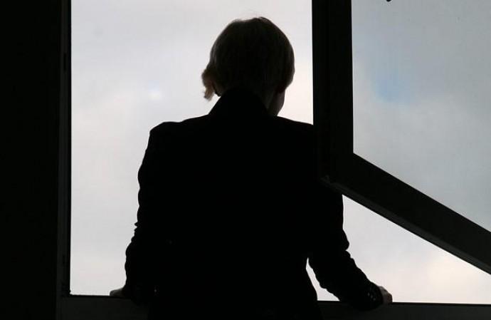 У Вінниці з вікна гуртожитку випала жінка