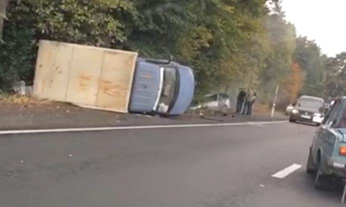 На трасі біля Вінниці перекинулись дві автівки (Відео)