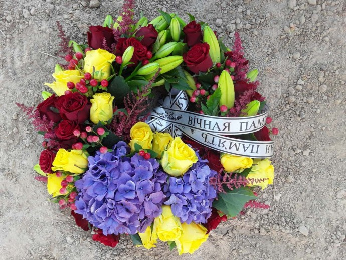 Траурные венки из живых и искусственных цветов  52bfdc515a1ee