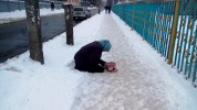 Псевдо-жебраки, які вдають з себе немічних бабусь, заполонили Вінницю (Фото+Відео)