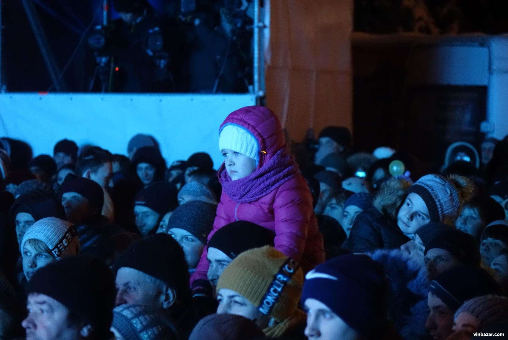 У Вінниці відкрили новорічну ялинку. Вітав Гройсман, а розважав С.К.А.Й (Фото+Відео)