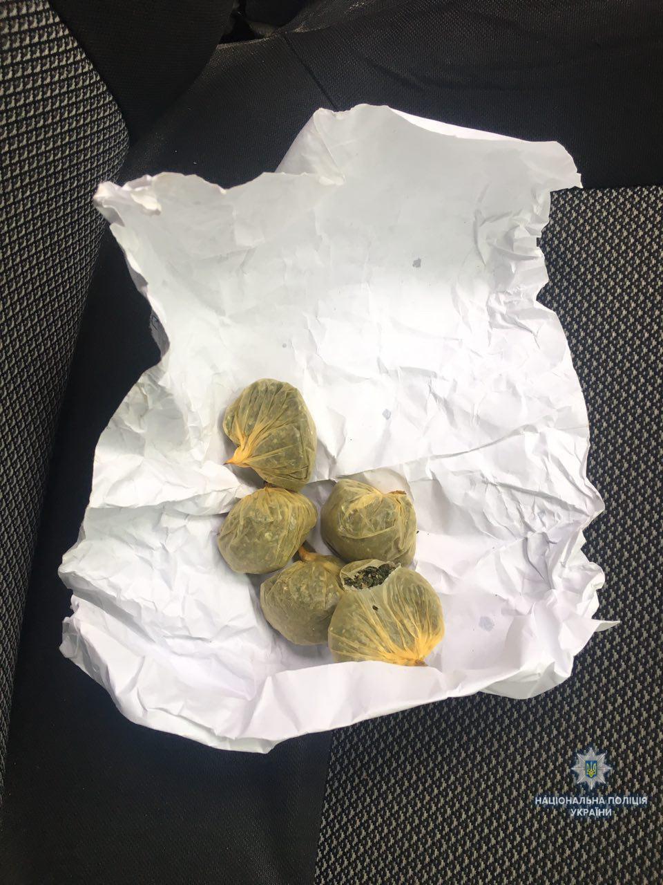 У Вінниці водій під дією наркотиків намагався втекти від поліції (Фото)
