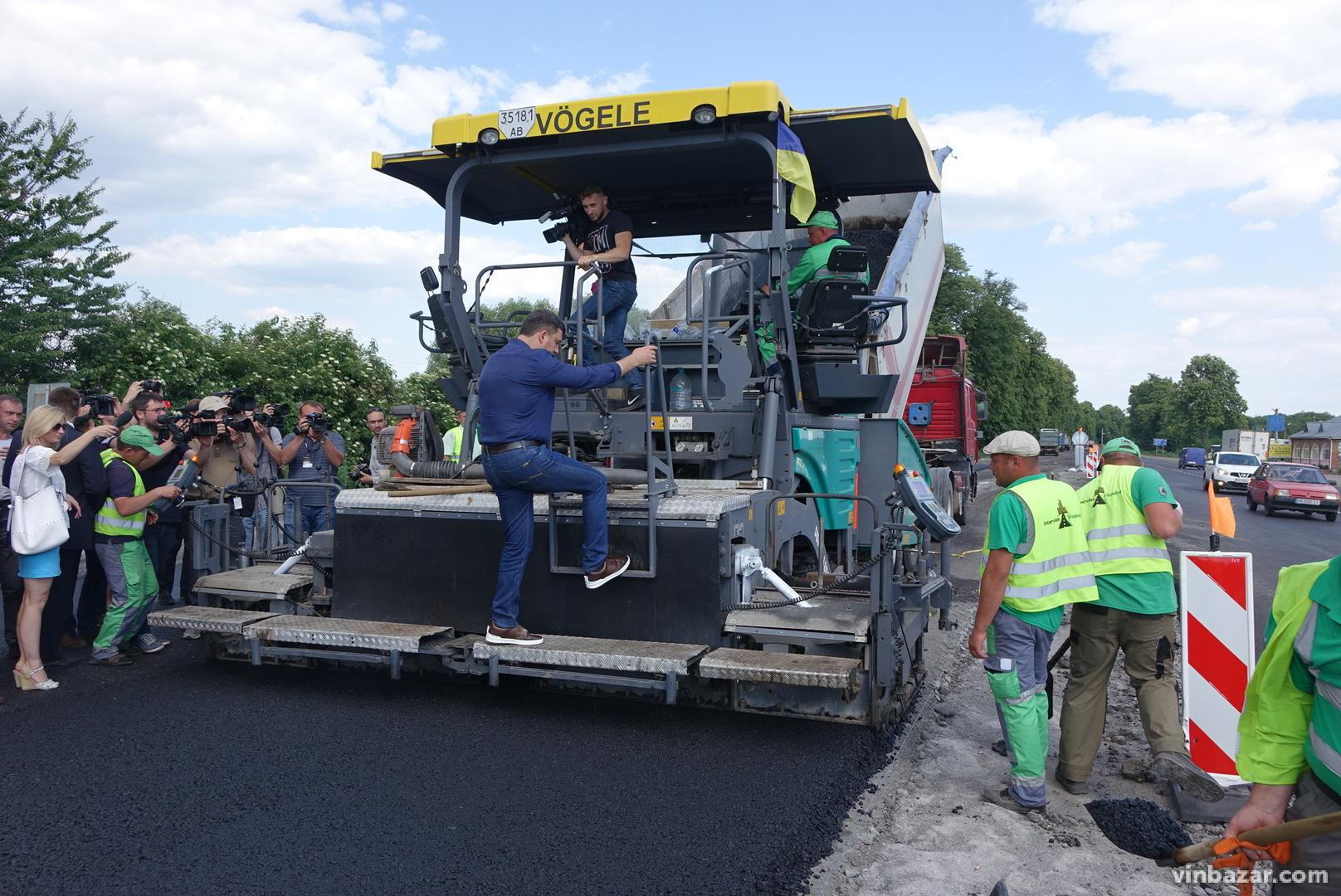 Гройсман проінспектував, як будують на Вінниччині транснаціональний коридор «GO Highway» (Фото)