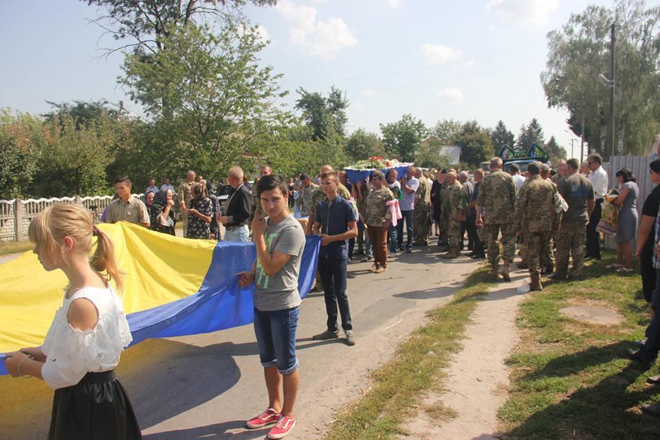 На Вінниччині поховали бійця, який загинув під час артобстрілу на Луганщині (Фото)