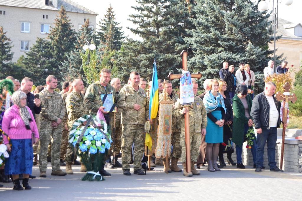 У Томашполі поховали бійця, якого вбив снайпер на Донбасі (Фото)