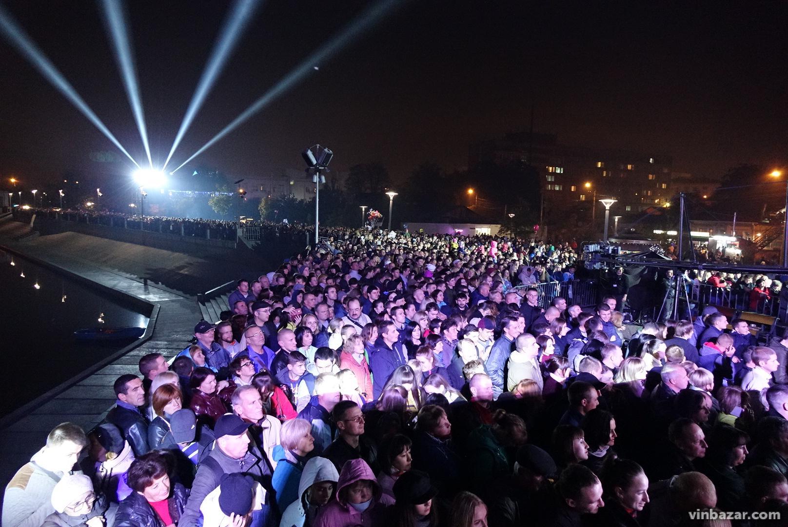Закриття фонтану Рошен 2018: на святковому концерті запалювали С.К.А.Й, ХАС та Плач Єремії (Фото+Відео)