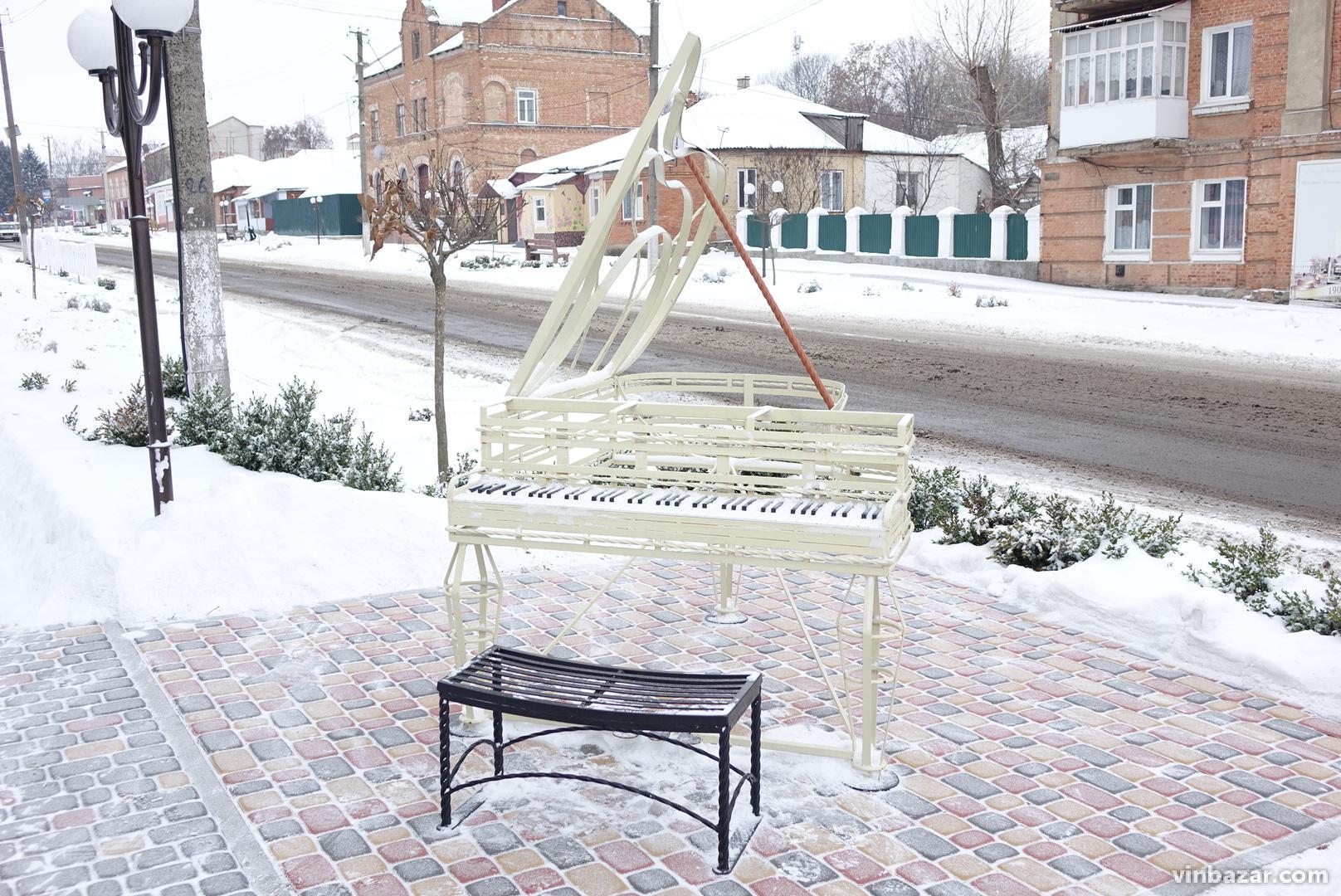У Тульчині встановили вуличні інсталяції, щоб підтвердити статус столиці