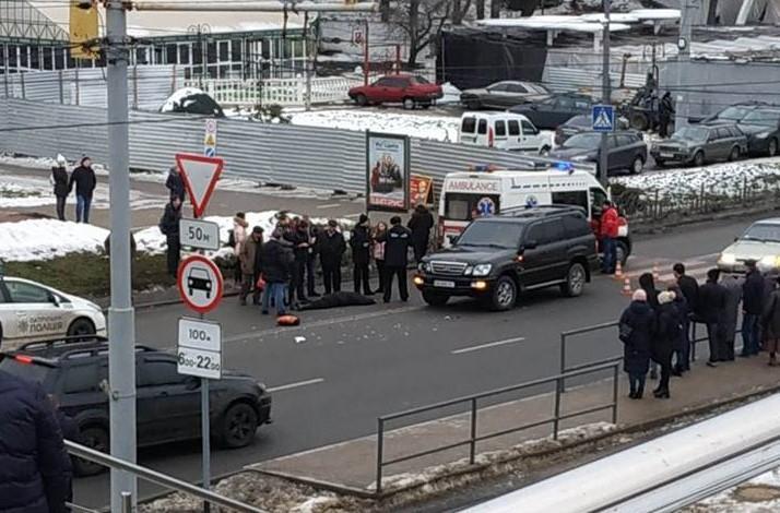 Біля Універмагу Lexus збив чоловіка на пішохідному переході (Фото)