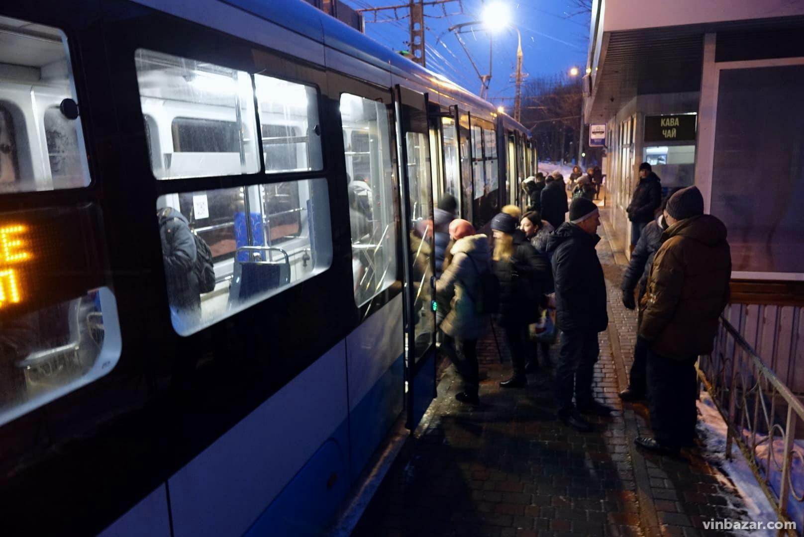 Квиток через смартфон: у Вінниці впровадили нову систему оплати проїзду (Фото)