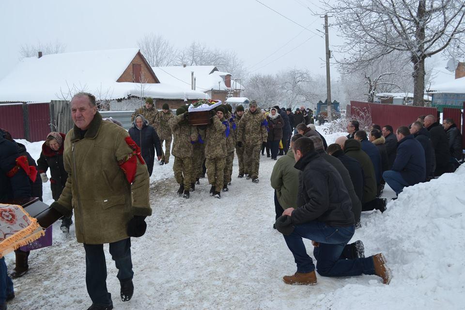 На Вінниччині попрощалися з бійцем, який помер біля Маріуполя (Фото)