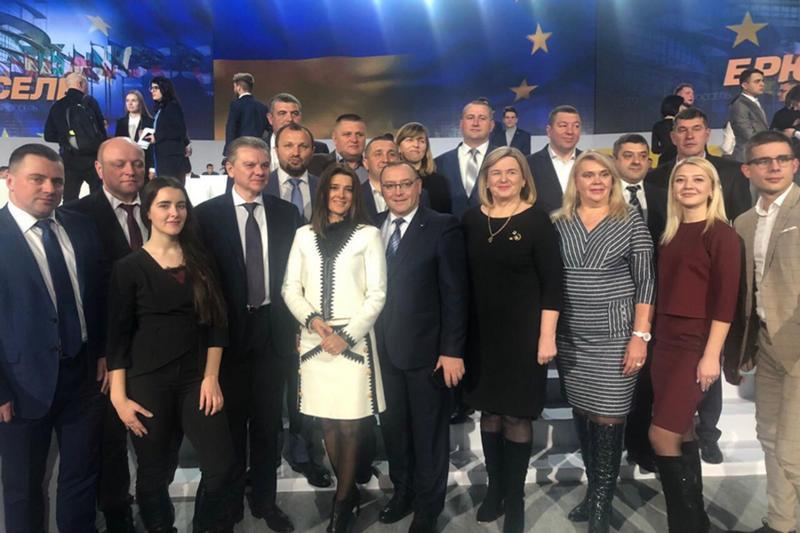 На з'їзд Порошенка у Київ поїхала делегація з Вінниччини (Фото)