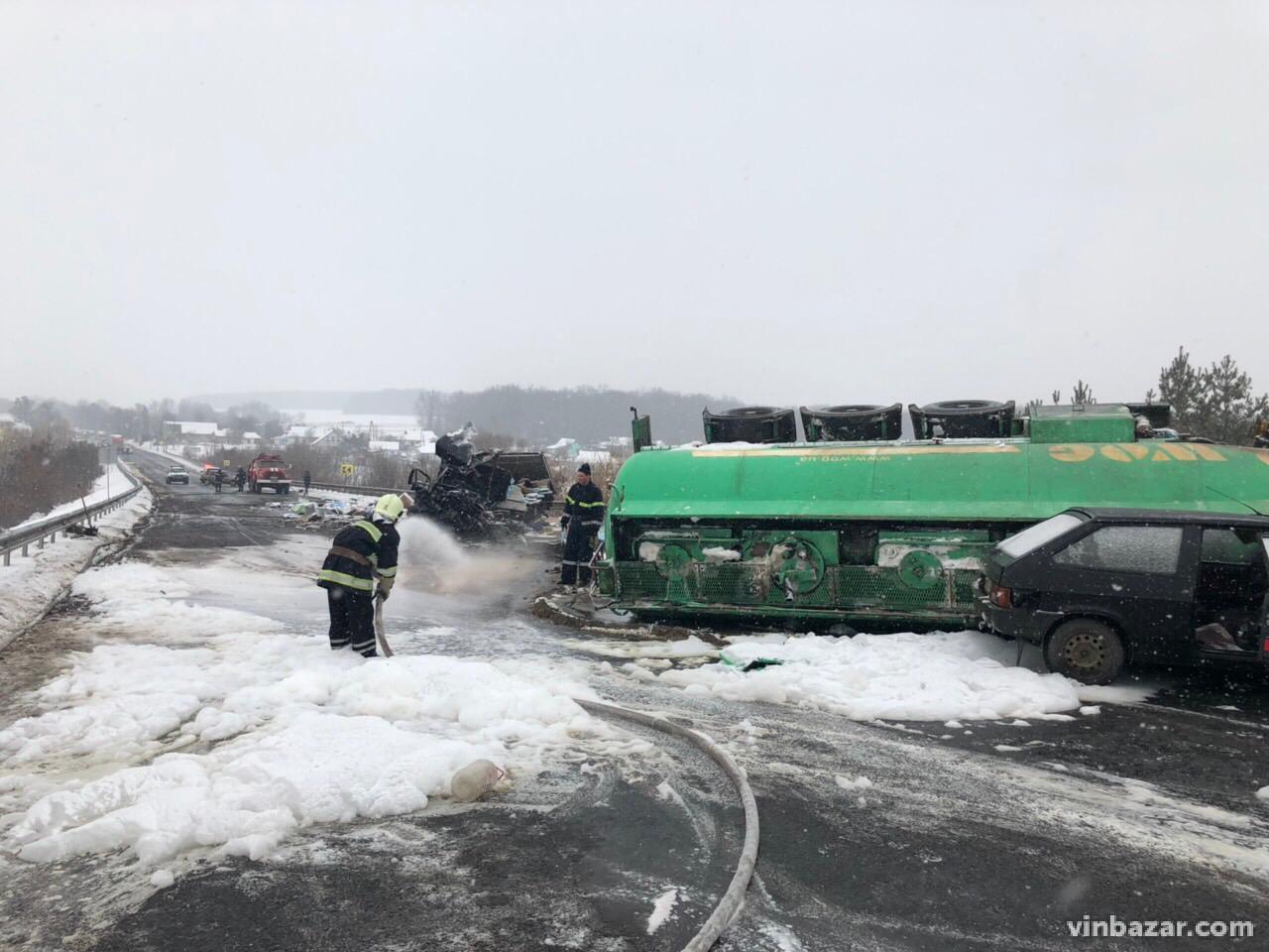 Подробиці смертельної ДТП під Вороновицею за участі бензовоза (Фото)