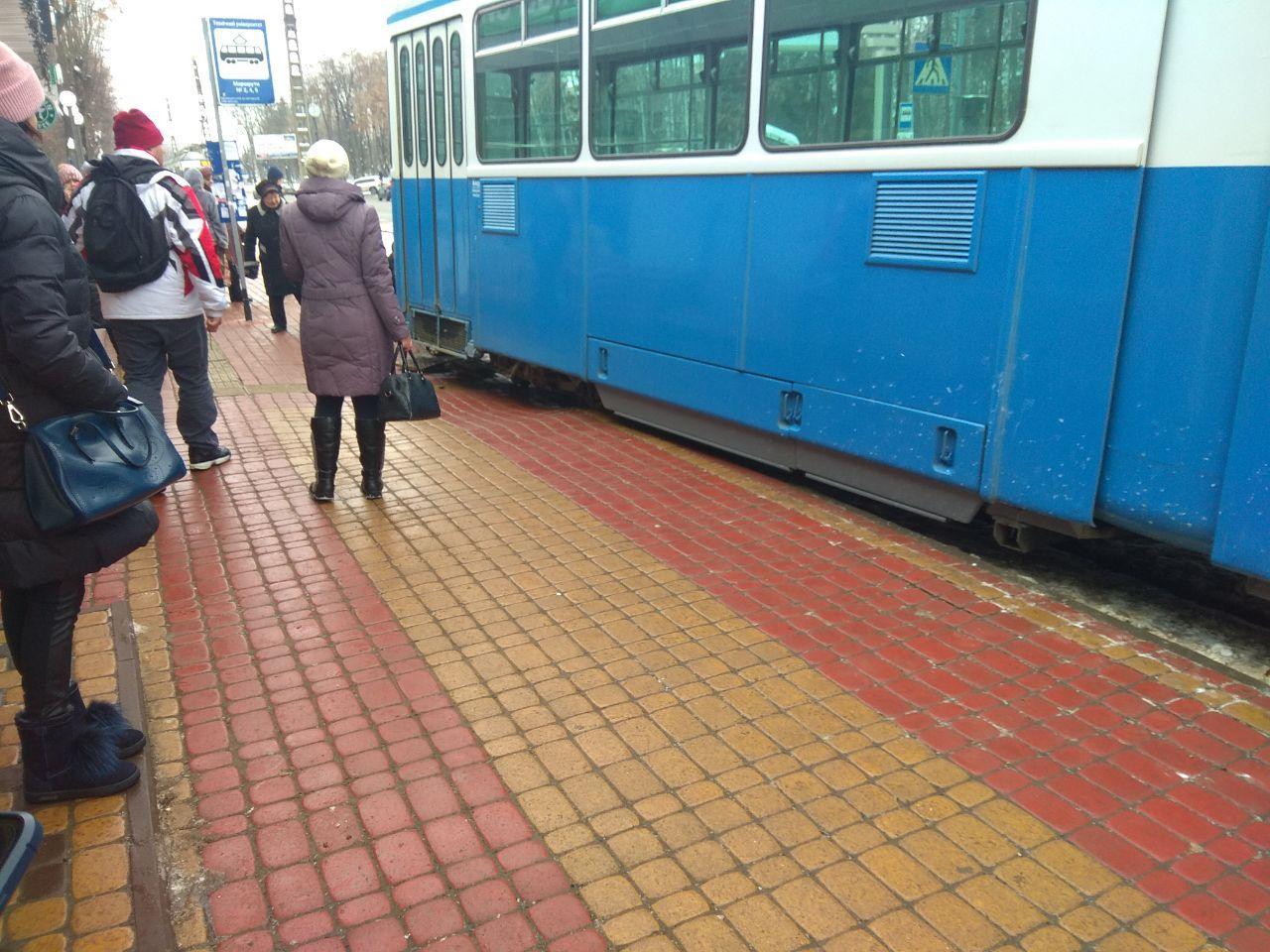 У Вінниці трамвай зійшов з колії (Фото)