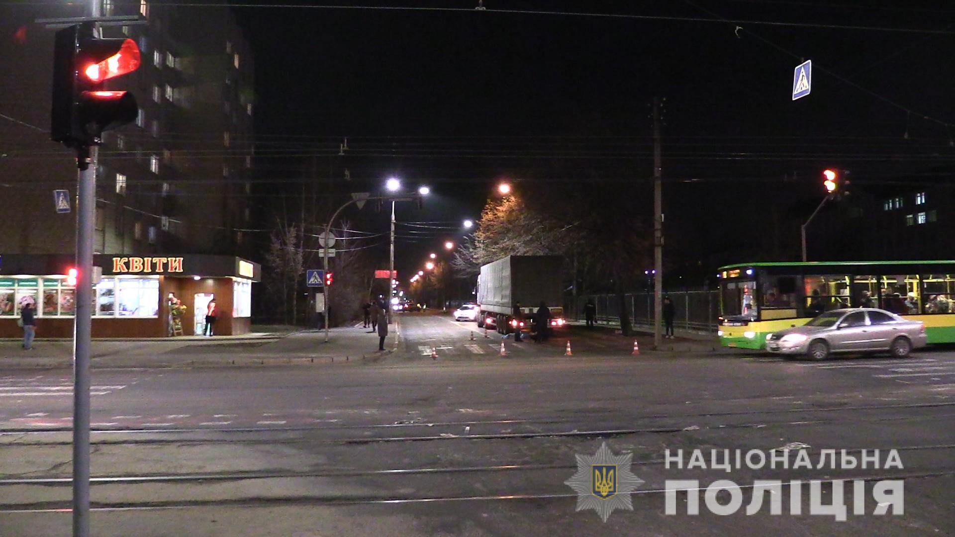 ДТП у Вінниці: пенсіонерка загинула під колесами вантажівки (Фото+Відео)