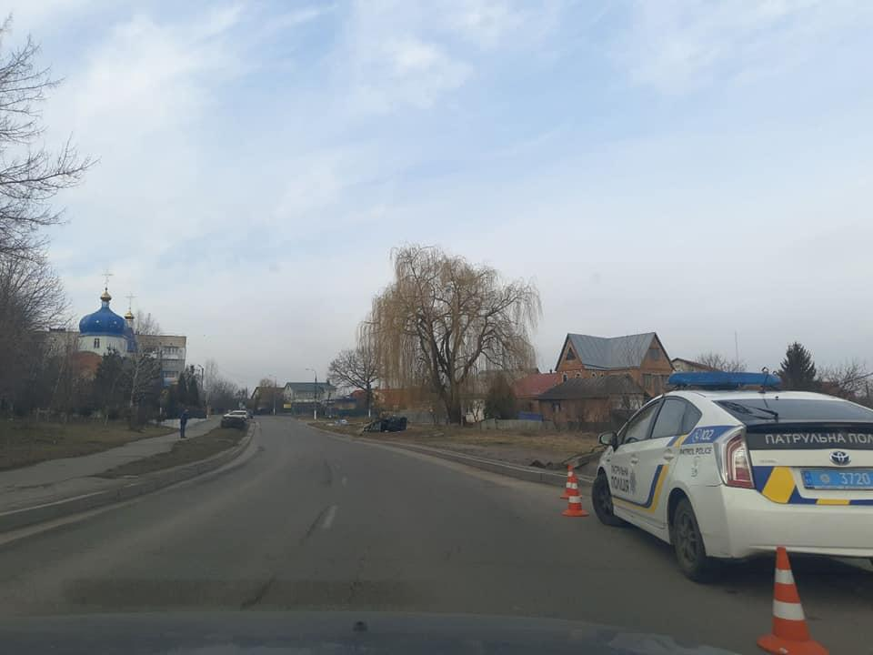 У селі Пирогова авто з студентами знесло 4 стовпи (Фото)