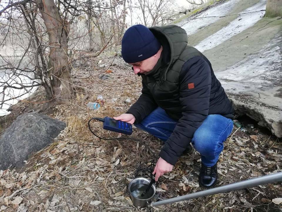 В Виннице специалисты отобрали образцы воды, из-за подозрительной пены в Южном Буге (Фото), фото-1