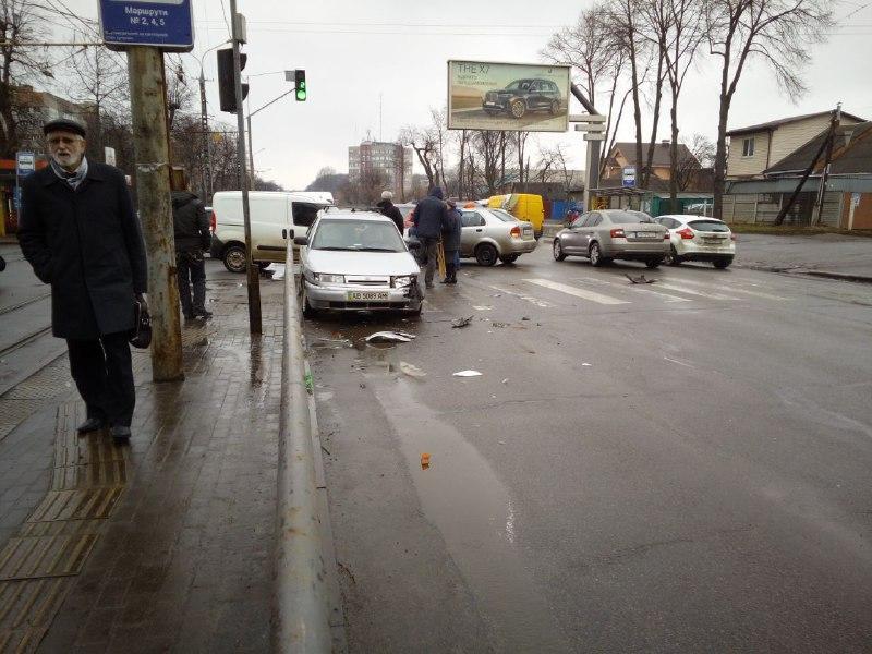 У Вінниці не розминулись два легковика (Фото)