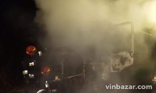 На Вінниччині загорівся автобус (Фото+Відео)