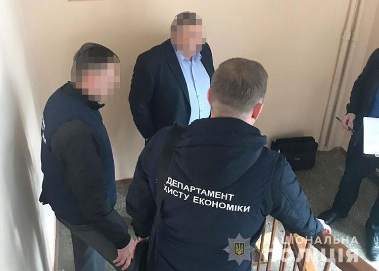 Погорів на хабарі: у Вінниці затримали директора одного з департаментів ОДА (Фото)