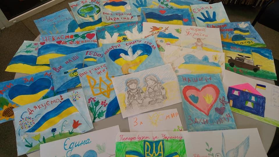 Маленькі вінничани відправили малюнки та смаколики воїнам ООС (Фото)