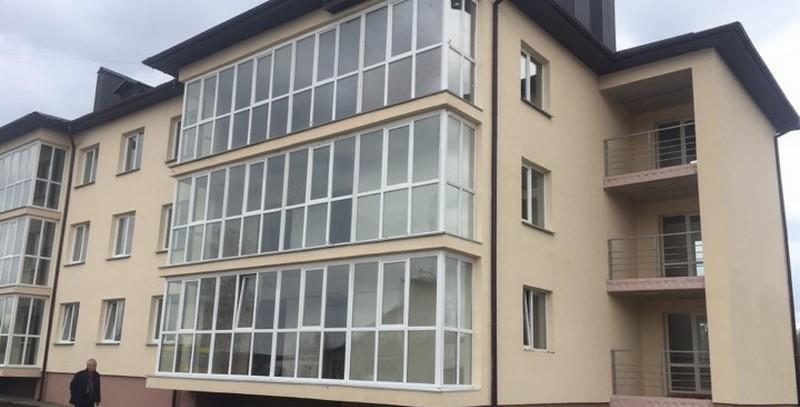 На Вінниччині молодим спеціалістам вручили ключі від нових службових помешкань (Фото)