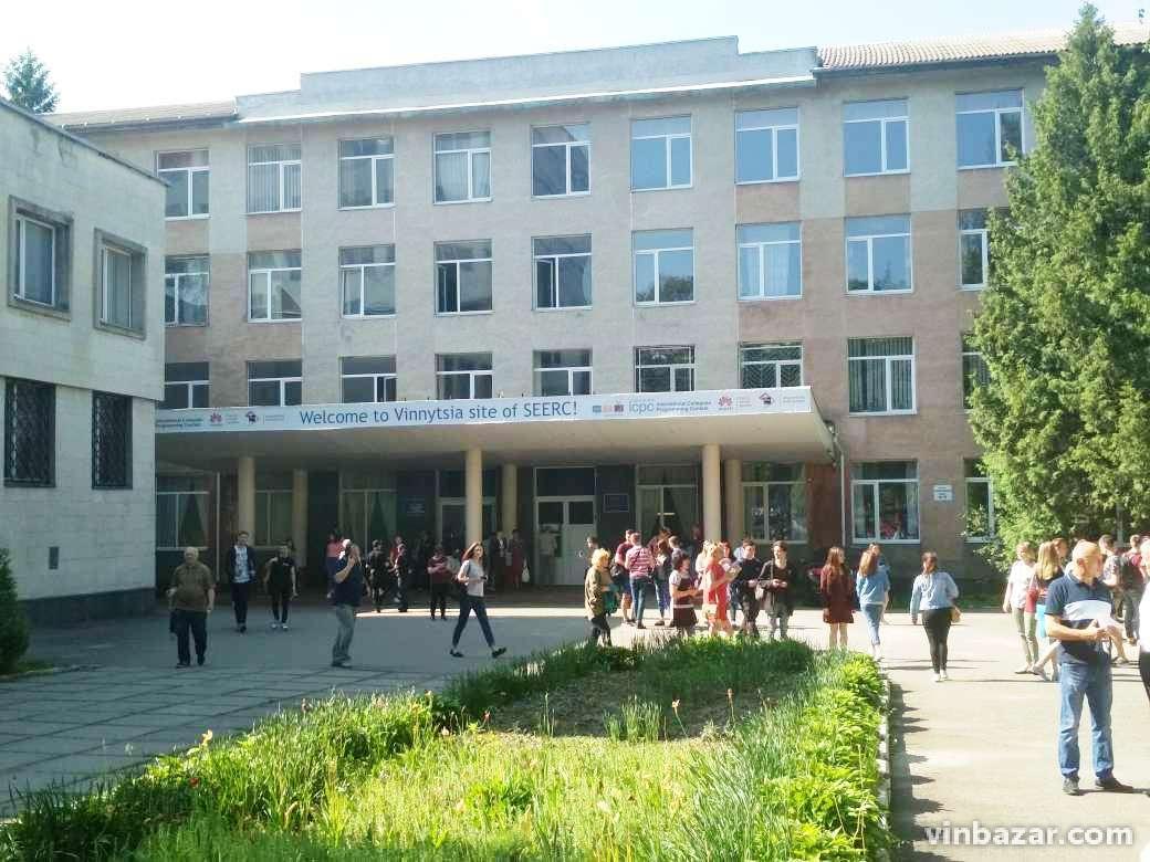 У Вінниці чергова хвиля мінувань. Вибухівку шукають у трьох університетах (Фото)