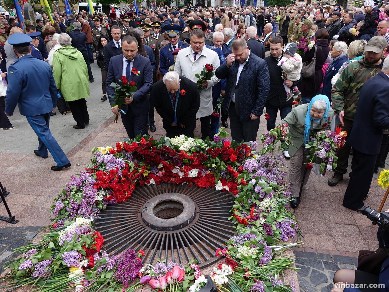 День Перемоги 2019у Вінниці: квіти, пісні та солдатська каша(Фото)