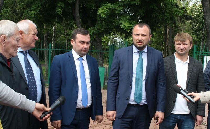 Спортивні школи Вінниччини отримали п'ять нових мікроавтобусів (Фото)