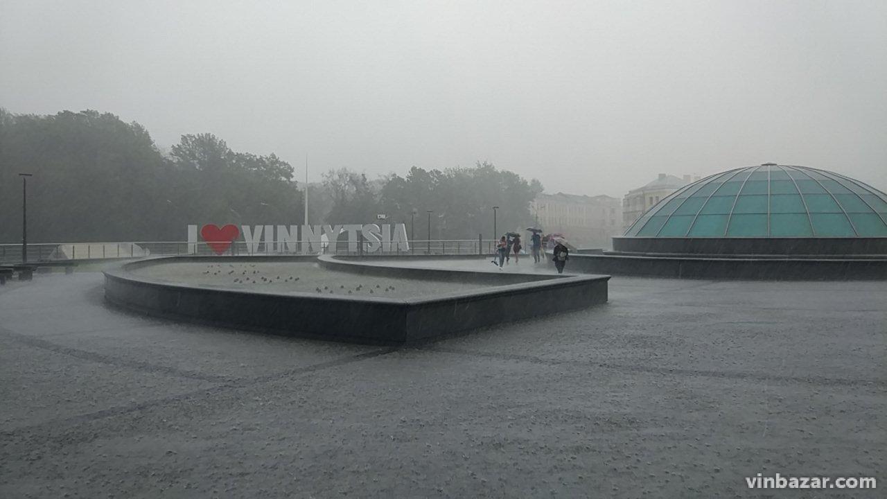 Дощ призупинив святкування Дня Європи у Вінниці (Фото)