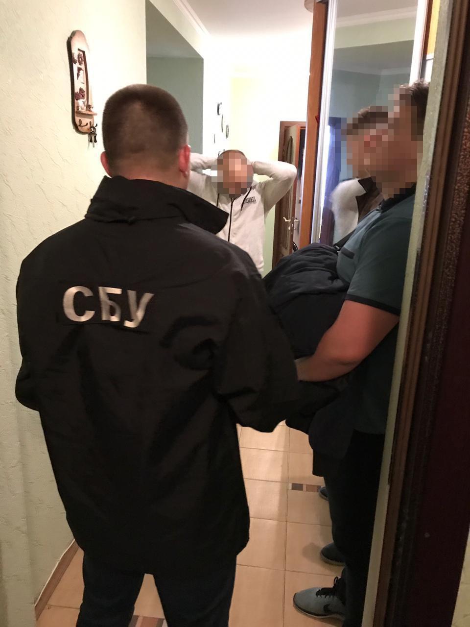 СБУ затримала двох вінничан, що продавали інформацію з митної бази ДФС (Фото)